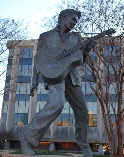 Memphis, tn, elvis presley statue, memorial, travel, usa, country, rving, rv life, rv living, roadtrip